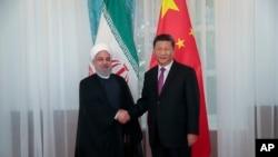 حسن روحانی در حال دست دادن با شی جین پینگ - ۲۴ خرداد ۱۳۹۸