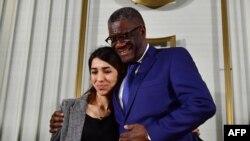 Muganga w'umunyekongo Denis Mukwege ari kumwe na Nadia Murad bashyikirijwe igihembo Nobel cy'amahoro cy'uyu mwaka wa 2018 Oslo muri Norvege.
