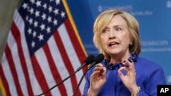 2016 미 대선 출마를 선언한 힐러리 클린턴 전 국무장관이 29일 뉴욕에서 열린 정치 행사에서 연설하고 있다.