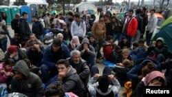 بیش از ۲۴ هزار پناهجو به شمول افغانها هم اکنون در مرز میان مقدونیه و یونان گیر مانده است.