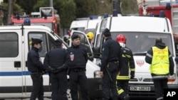 法國警方向與圖盧茲一所學校開槍打死七人的犯罪嫌疑人躲藏的一幢房屋發動突襲