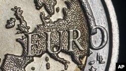 Nếu rời khối euro, Hy Lạp sẽ trở lại sử dụng đồng drachma trước đây, và các nhà phân tích nói đơn vị tiền tệ này sẽ bị giảm giá đáng kể so với đồng euro, làm cho hàng hóa nhập khẩu đắt đỏ hơn