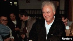 Bill Young, anggota Kongres AS dari Florida, saat berkunjung ke Sarajevo (Foto: dok). Bill Young, meninggal dunia dalam usia 82 tahun, Jumat (19/10).