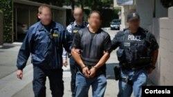 미국 이민세관단속국(ICE) 직원들이 범죄자를 체포하고 있다. 사진제공 = 미국 이민세관단속국. (자료사진)