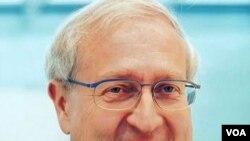 Menteri Perekonomian Jerman, Rainer Brüderle mengritik kebijakan bank sentral AS.