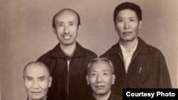 1978年出狱后的夏伍·洛桑塔杰(右上)和前狱友们合影留念