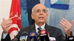 محمد غنوشی استعفیٰ کا اعلان کرتے ہوئے