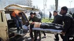 Prenošenje ranjenika u jednom od niza bombaških napada u Damasku. Snimak je objavila sirijska novinska agencija SANA