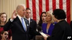 拜登星期日較早前宣誓連任美國副總統