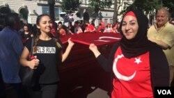 Warga keturunan Turki di Austria melakukan aksi unjuk rasa di Wina, Minggu (3/7).