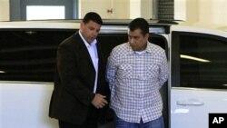 George Zimmerman (kanan) kembali ditahan di penjara John E.Polk, Sanford, Florida (3/6).
