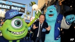 "Aktor Billy Crystal tiba di tempat pemutaran perdana film animasi ""Monsters University"" di bioskop El Capitan di Los Angeles (17/6). (AP/Jordan Strauss/Invision)"