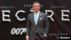 دانیل کرگ در مراسم اکران فیلم اسپکتر در مکزیک
