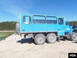 俄罗斯西伯利亚的一处油井设施(美国之音白桦拍摄)