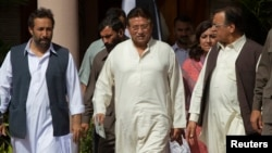 Pakistan's former president and head of the All Pakistan Muslim League political party, Pervez Musharraf (C), arrives with party leaders to unveil his party manifesto for the forthcoming general election, at his residence in Islamabad, April 15, 2013.