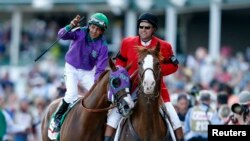 Victor Espinoza (L) atop California Chrome gestures after winning the 2014 Kentucky Derby at Churchill Downs May 3, 2014 (Brian Spurlock-USA TODAY)