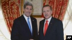 ԱՄՆ-ի արտգործնախարար Ջոն Քերիի հանդիպումը Թուրքիայի վարչապետ Ռեջեփ Թայիփ Էրդողանի հետ, 2013թ. ապրիլի 7 (արխիվային լուսանկար)