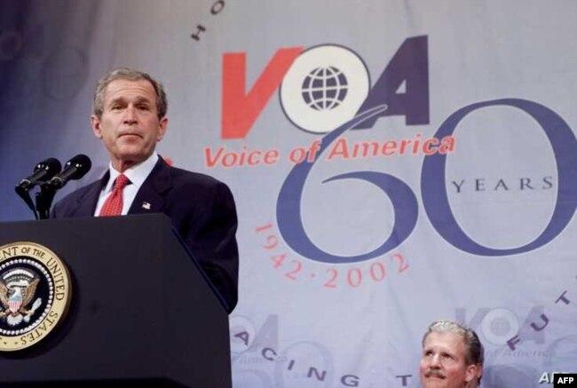 Tổng thống George W. Bush phát biểu tại lễ kỷ niệm 60 năm thành lập Đài Tiếng nói Hoa Kỳ, ngày 25 tháng 2 năm 2002.
