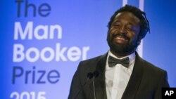 """مارلون جیمز نویسنده جامائیکایی، برای نوشتن رمانی درباره """"باب مارلی"""" خواننده معروف جامائیکایی برنده جایزه """"من بوکر"""" بریتانیا شد."""