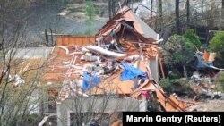 Kuća u Hoover ostala je bez krova.