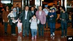 지난 3월 북한과 말레이시아 간 외교 마찰로 평양에 억류돼 있던 말레이시아인들이 풀려난 후 쿠알라룸푸르 국제공항에 도착했다.
