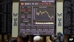 Suasana bursa saham di Madrid (23/7). Ekonomi Spanyol merosot 0,4 persen pada kuartal kedua tahun ini, sementara ekonomi Eropa secara keseluruhan merosot 0,2 persen.