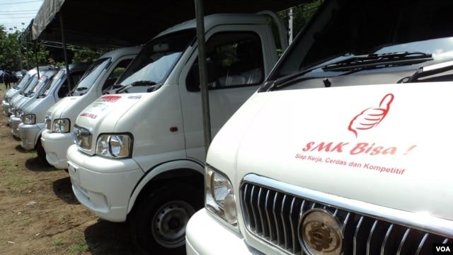Beberapa mobil Rakitan ESEMKA sudah mengantongi ijin untuk diproduksi massal, dan siap dipasarkan (VOA/YudhaSatriawan)