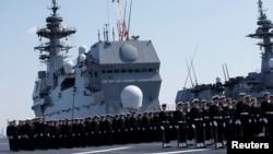 Lực lượng Phòng vệ Biển Nhật Bản trên khu trục hạm trực thăng Kaga ngày 22/3/2017.