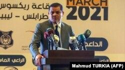 Le premier ministre intérimaire de la Libye, Abdul Hamid Dbeibah, prononce un discours lors d'une conférence nationale sur la pandémie de COVID-19, dans une salle de conférence de la capitale Tripoli, le 13 mars 2021.