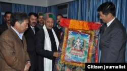 Sikyong Dr Lobsang Sangay (Right) presenting a Tibetan thangka painting to shri Virbhadra Singh (C). Sikyong is accompanied by Kalon Tsering Dhondup (left).