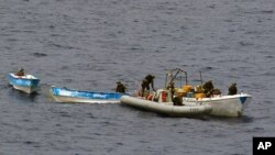 โจรสลัดจี้เรือประมงไทยสามลำ ที่มีลูกเรือไทยทั้งหมด 77 คน