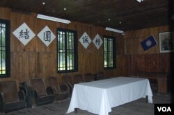 典礼会场内摆的桌椅(美国之音林森拍摄)