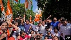 Các nhà hoạt động tuần hành ở New Delhi, Ấn Độ, ngày 4/10/2021.
