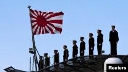 """日本""""出云""""号军舰上的水兵。(资料照)"""