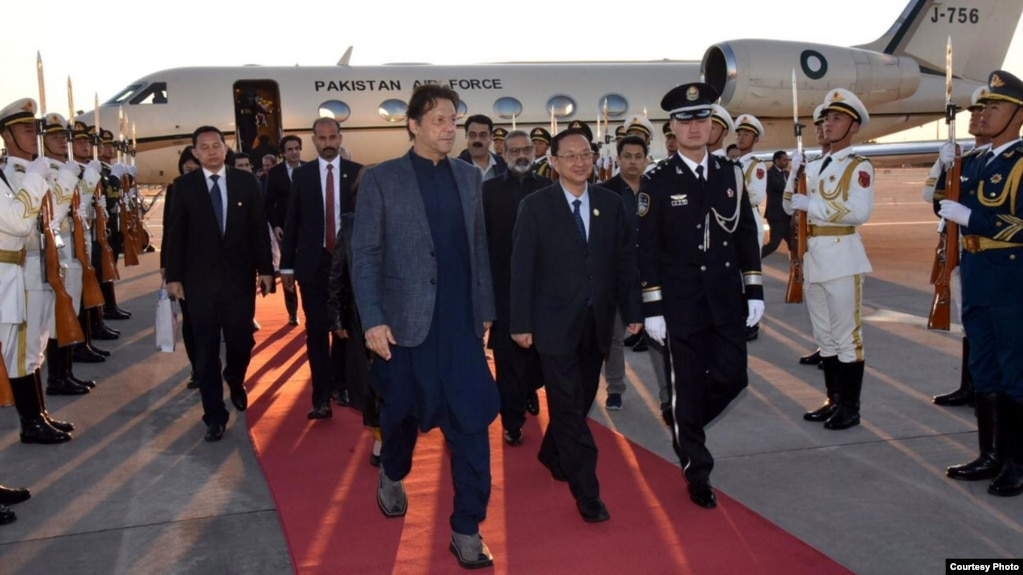 Imran Khan arrives in Beijing, hoping to sign several important agreements