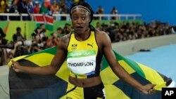 Elaine Thompson après avoir gagné sa médaille d'or pour les 100 m lors des Jeux olympiques à Rio de Janeiro, le 13 août 2016.