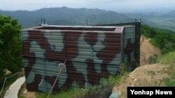 지난 4일 비무장지대 지뢰 도발 사건 이후 한국 군이 11년 만에 대북 확성기 방송을 재개하자 북한도 맞대응에 나섰다. 사진은 한국 국방부가 지난 11일 공개한 대북 확성기.