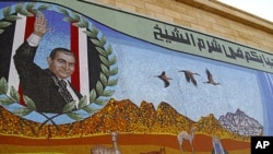 A mosaic depicting ousted Egyptian President Hosni Mubarak is seen at the Red Sea resort of Sharm el Sheik, Egypt, February 28, 2011