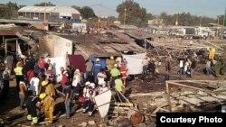 Socorristas, peritos y trabajadores laboran entre los restos del mercado de pirotecnia de San Pablito, Tultepec, el más famoso de México.
