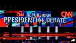 Debat kandidat capres AS dari partai Republik di The University of Houston, 25 Februari 2015 (Foto: dok). Dari kiri: Moderator Wolf Blitzer, Dokter Ben Carson, Senator Florida Marco Rubio, Pengusaha Donald Trump, Senator Texas Ted Cruz, dan Gubernur Ogio John Kasich.