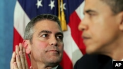 US actor George Clooney (L) and Barack Obama (R),listen during the National Press Club Newsmaker's Program. (FILE)