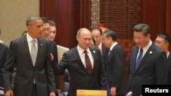 从左至右:美国总统奥巴马、俄罗斯总统普京和中国国家主席习近平在北京出席亚太经合组织峰会。(2014年11月11日)