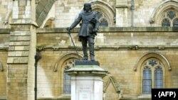 اولیور کرامویل کا مجسمہ