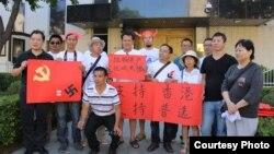 视觉艺术家协会会长刘雅雅(前排戴帽)参与声援香港示威(成生提供)