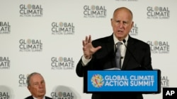 Le gouverneur de la Californie, Jerry Brown, lors d'une conférence de presse au Global Action Climate Summit, le 13 septembre 2018 à San Francisco.