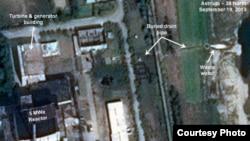 북한이 영변의 5㎿급 원자로를 재가동한 정황이 추가로 드러났다고, 미국의 북한 전문 웹사이트 '38 노스' 가 최근 주장했다. 원자로 주변을 촬영한 위성사진에서는 냉각 시스템에서 나온 것으로 보이는 온수가 관측됐다. 38노스 웹사이트에 실린 영변 핵 시설의 위성 사진.