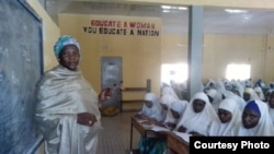 Facilitator Hasiya Mohammed presents geography lessons at City Women's Center in Kano. (Photo Credit: Isiyaku Ahmed)