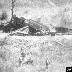 滇缅公路战场被盟军摧毁的日军卡车和装甲车