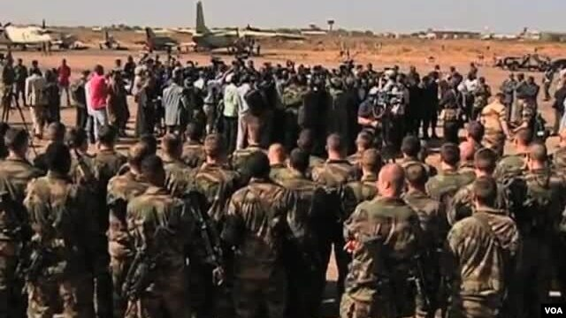 US Advocates Political Solution in Mali, Backs French Military Strikes