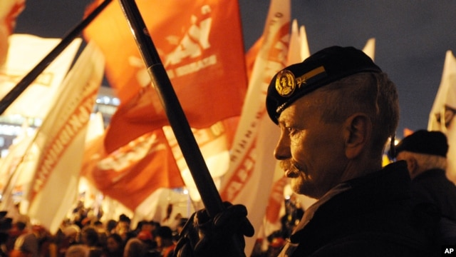 Supporters of Ukrainian Opposition party take part in a rally in Kyiv , Ukraine, Nov. 6, 2012